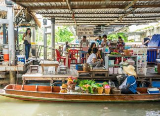 大林江水上市場Taling Chan Floating Market