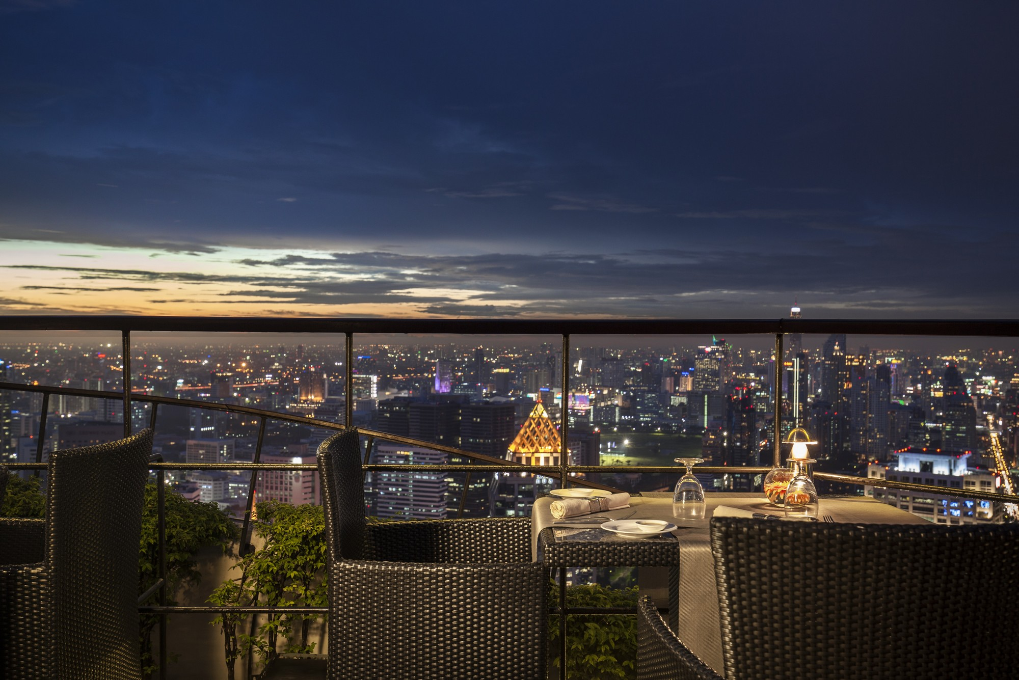 Vertigo Grill and Moon Bar 高空酒吧