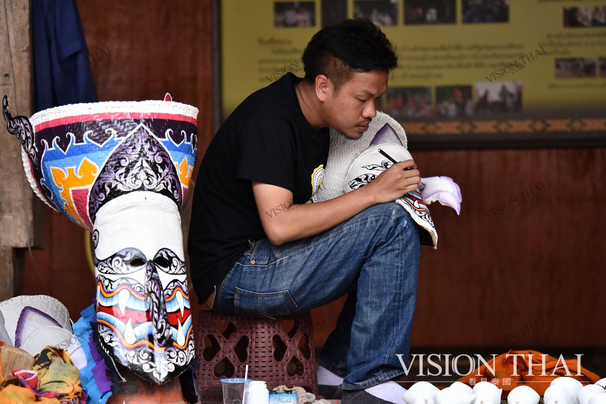 皮塔空面具節受泰國政府「一村一品」影響從宗教儀式轉為節慶活動
