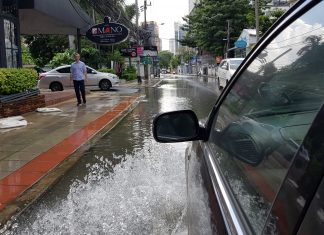 heavy-rain-bangkok-flood